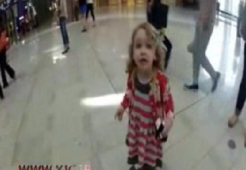 کلیپ/ حیرت دختربچه آمریکایی بعد از شنیدن صدای اذان + فیلم